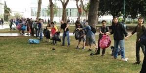 page_eylemciler-taksim-gezi-parkini-el-birligiyle-temizledi_221152742